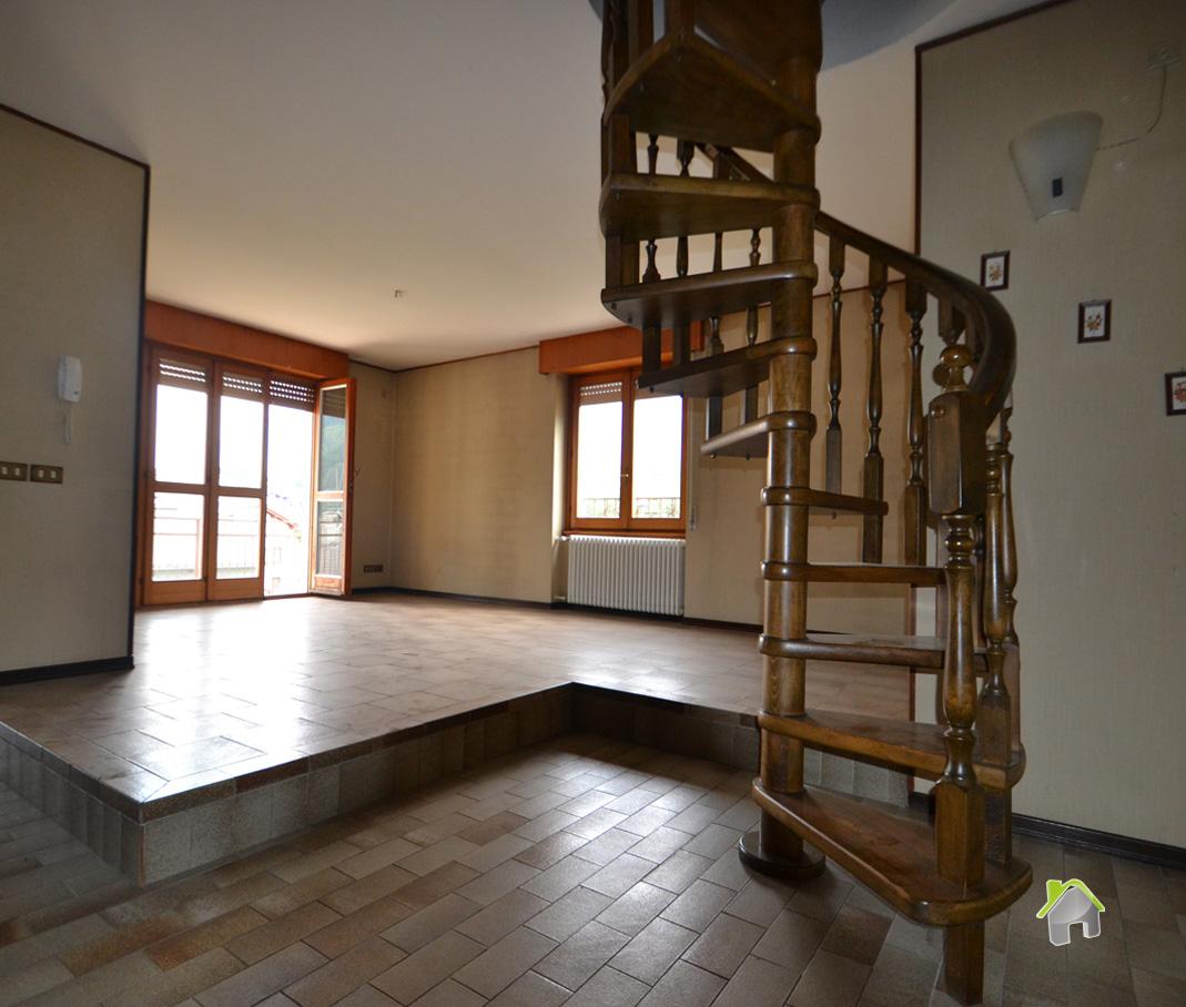 Appartamento in vendita a Chiuro, 8 locali, zona Zona: Casacce, prezzo € 160.000 | CambioCasa.it