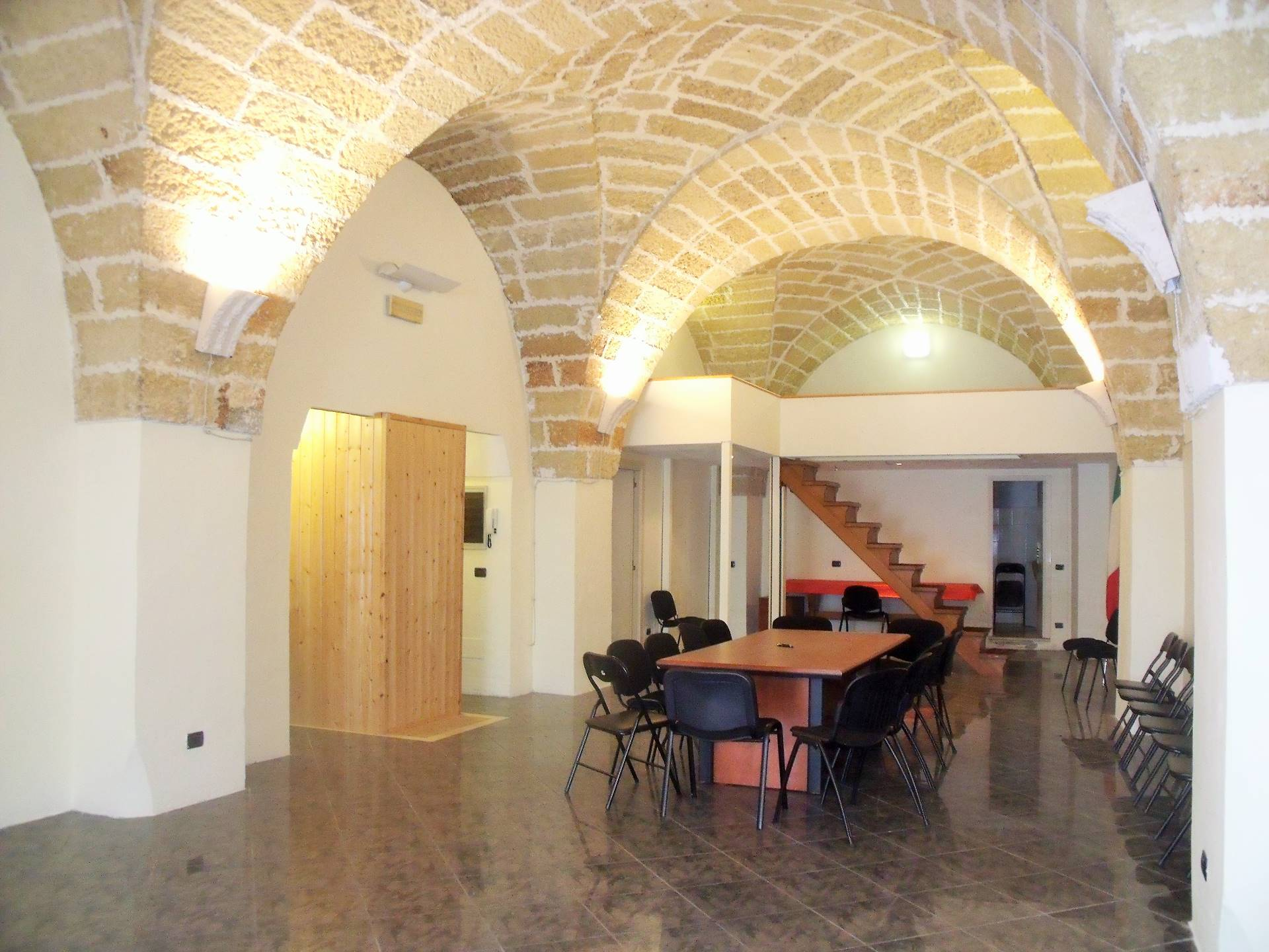 Negozio / Locale in affitto a Matino, 9999 locali, prezzo € 500   CambioCasa.it