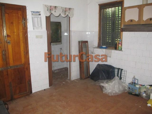 Villa in vendita a Fucecchio, 6 locali, zona Zona: Querce, prezzo € 165.000 | CambioCasa.it