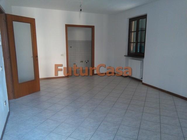 Soluzione Indipendente in affitto a Altopascio, 5 locali, zona Località: BadiaPozzeveri, prezzo € 500 | CambioCasa.it