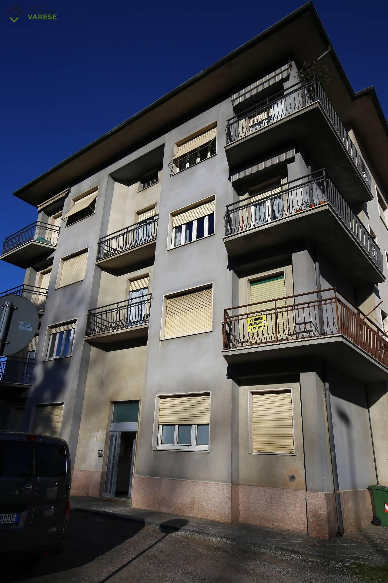 Appartamento in vendita a Azzate, 3 locali, prezzo € 98.000   CambioCasa.it