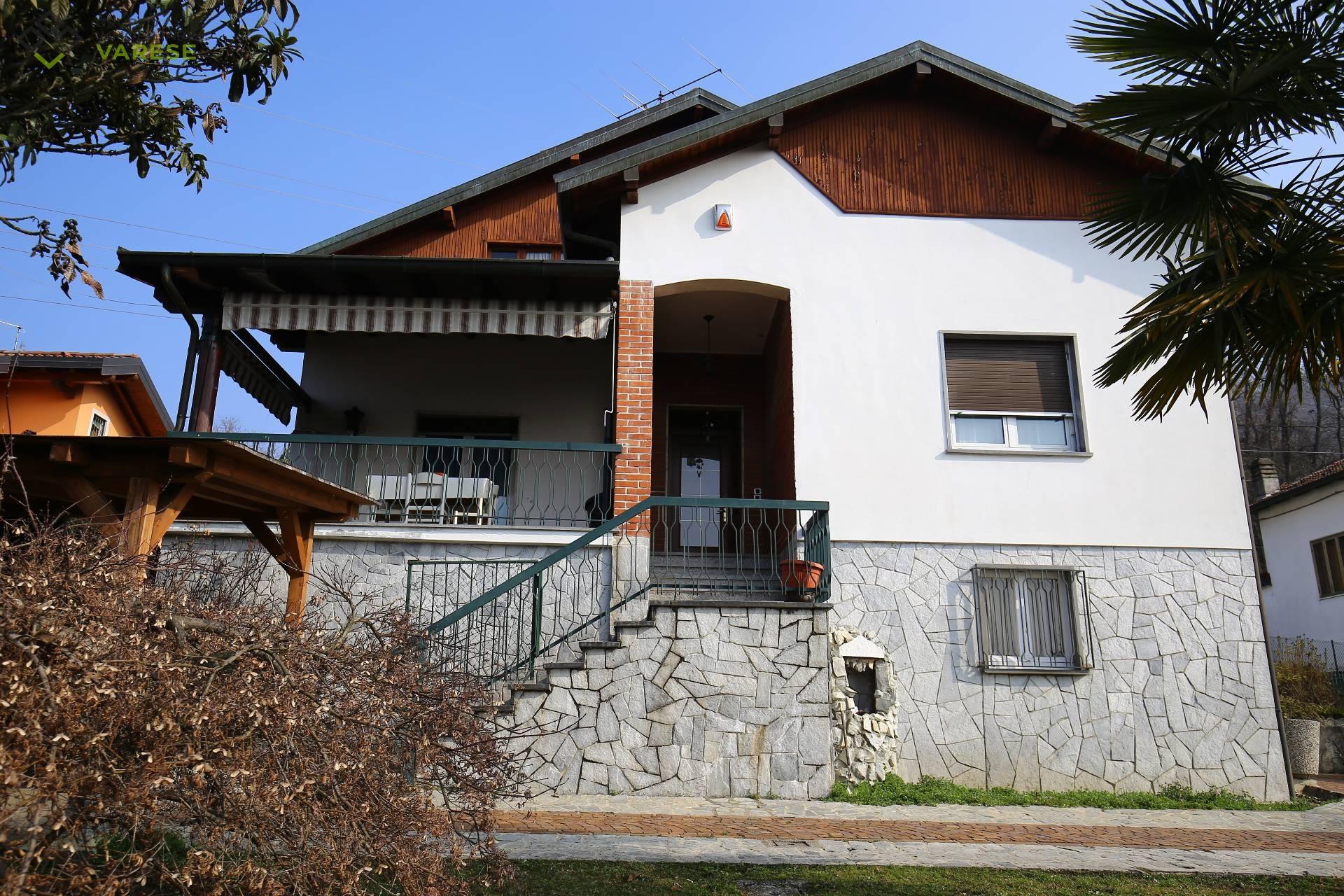 Villa in vendita a Cocquio-Trevisago, 4 locali, zona Zona: Cocquio, prezzo € 289.000   CambioCasa.it