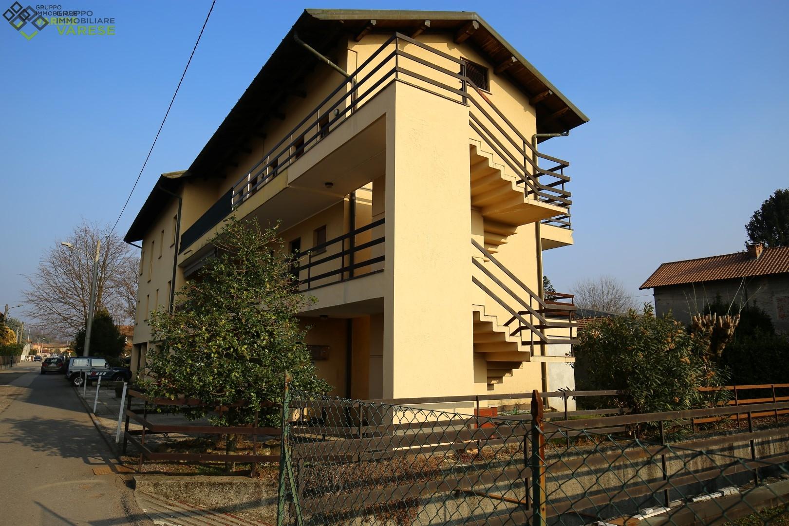 Appartamento in vendita a Angera, 3 locali, zona Zona: Bruschera, prezzo € 117.000 | CambioCasa.it
