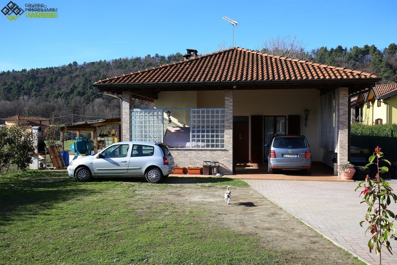 Villa in vendita a Vergiate, 10 locali, prezzo € 450.000 | CambioCasa.it