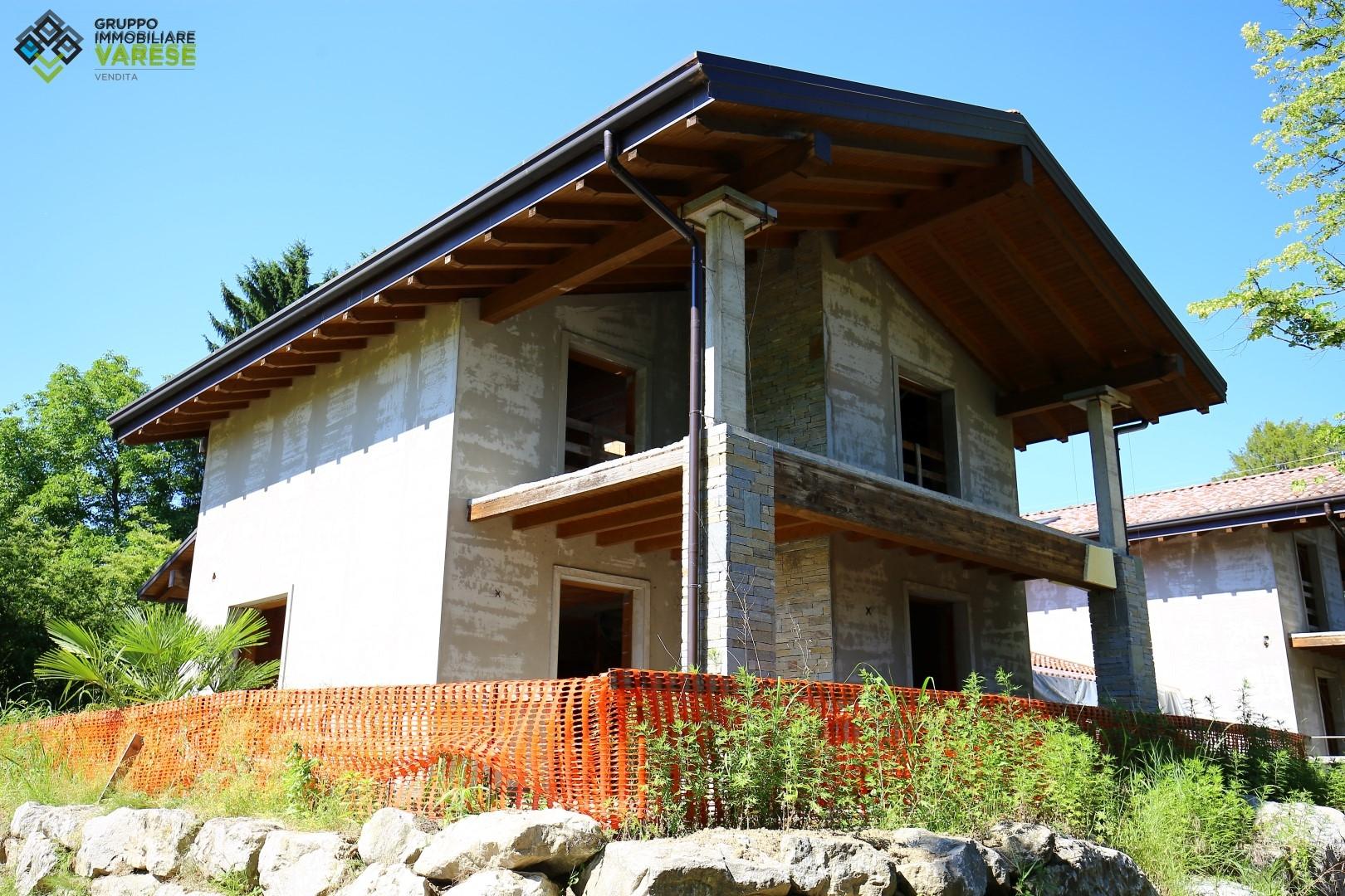 Villa in vendita a Gavirate, 4 locali, prezzo € 510.000 | CambioCasa.it
