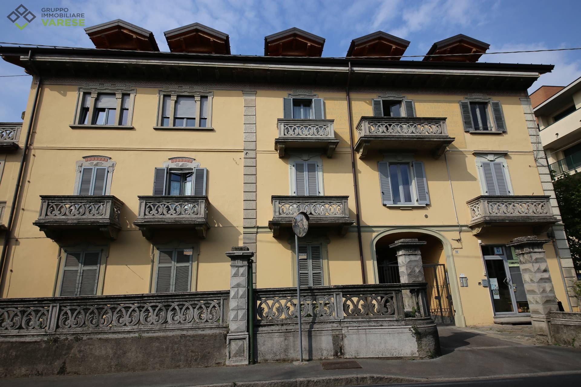 Soluzione Indipendente in vendita a Gavirate, 5 locali, prezzo € 250.000 | CambioCasa.it