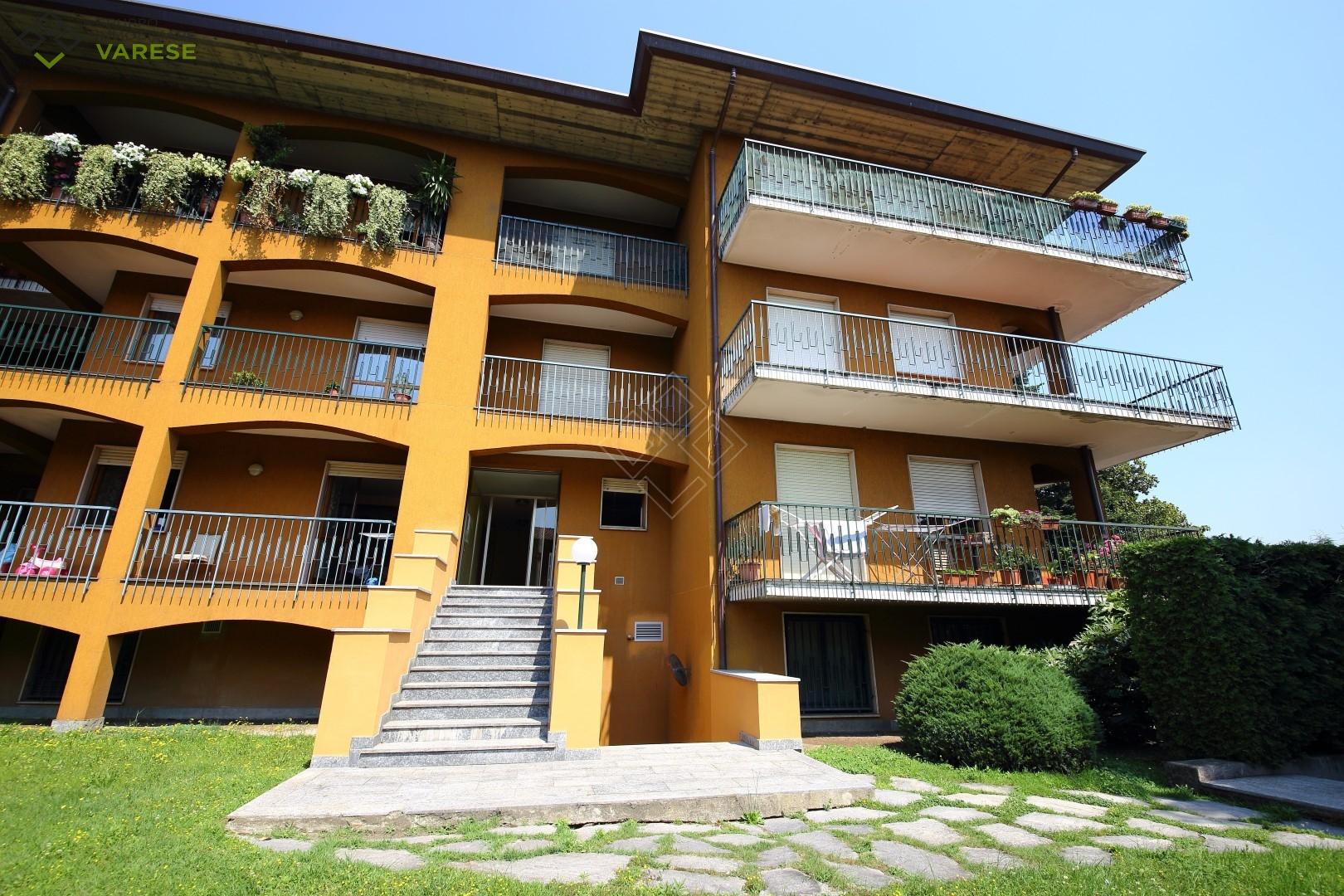 Appartamento in vendita a Brebbia, 5 locali, prezzo € 120.000 | CambioCasa.it