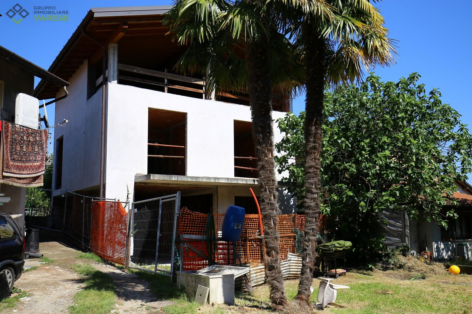 Soluzione Indipendente in vendita a Besozzo, 5 locali, zona Zona: Beverina, prezzo € 127.000   CambioCasa.it