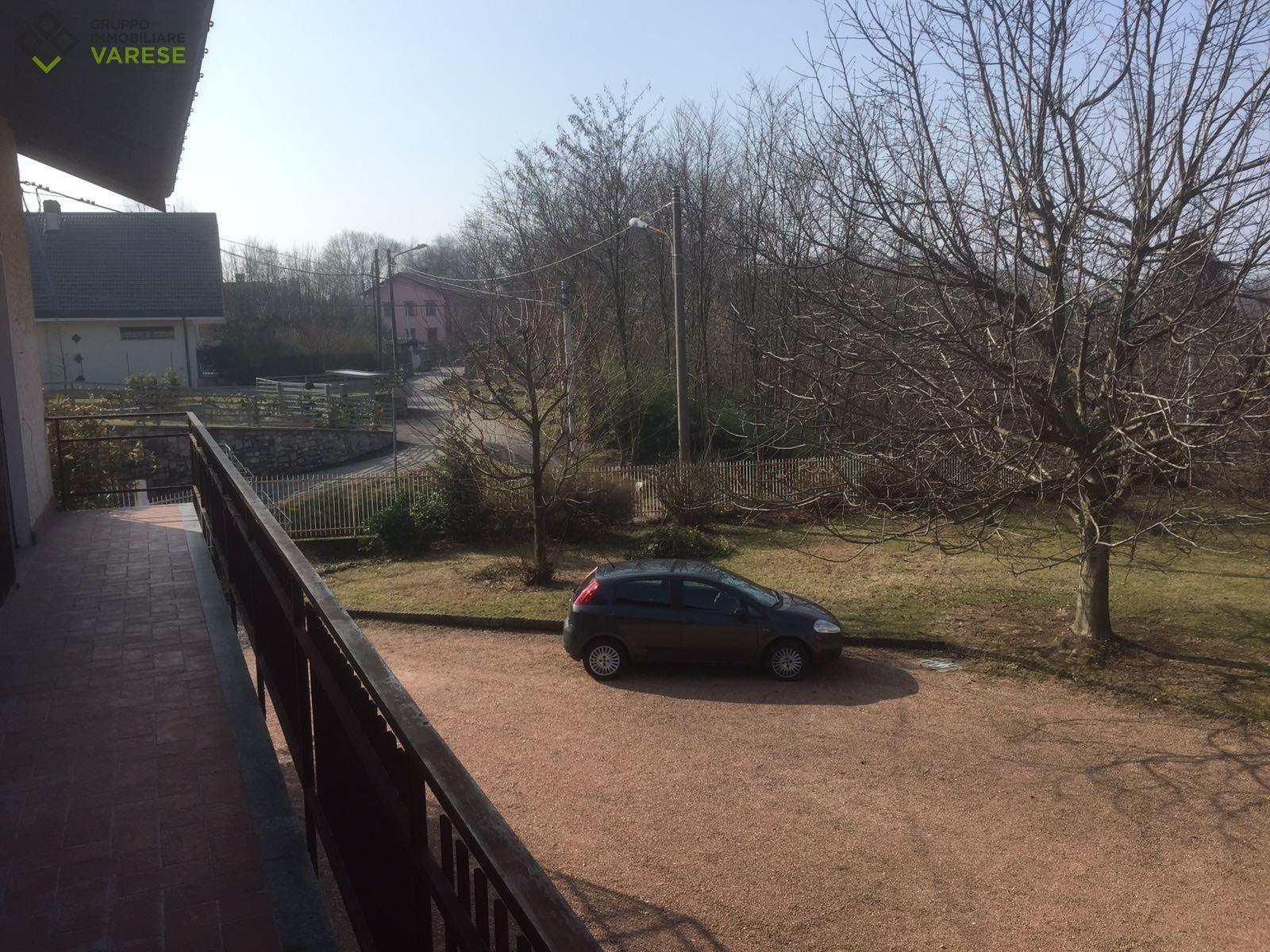 Appartamento in affitto a Cocquio-Trevisago, 5 locali, zona Zona: Caldana, prezzo € 800 | CambioCasa.it