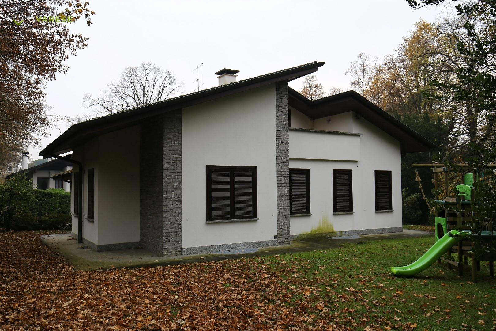 Villa in vendita a Casciago, 6 locali, prezzo € 1.100.000   CambioCasa.it