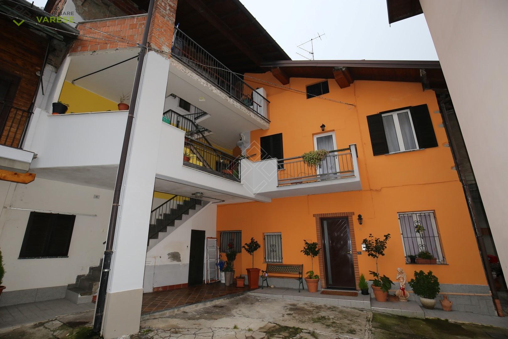 Soluzione Indipendente in vendita a Malnate, 4 locali, zona Località: SanSalvatore, prezzo € 165.000 | CambioCasa.it