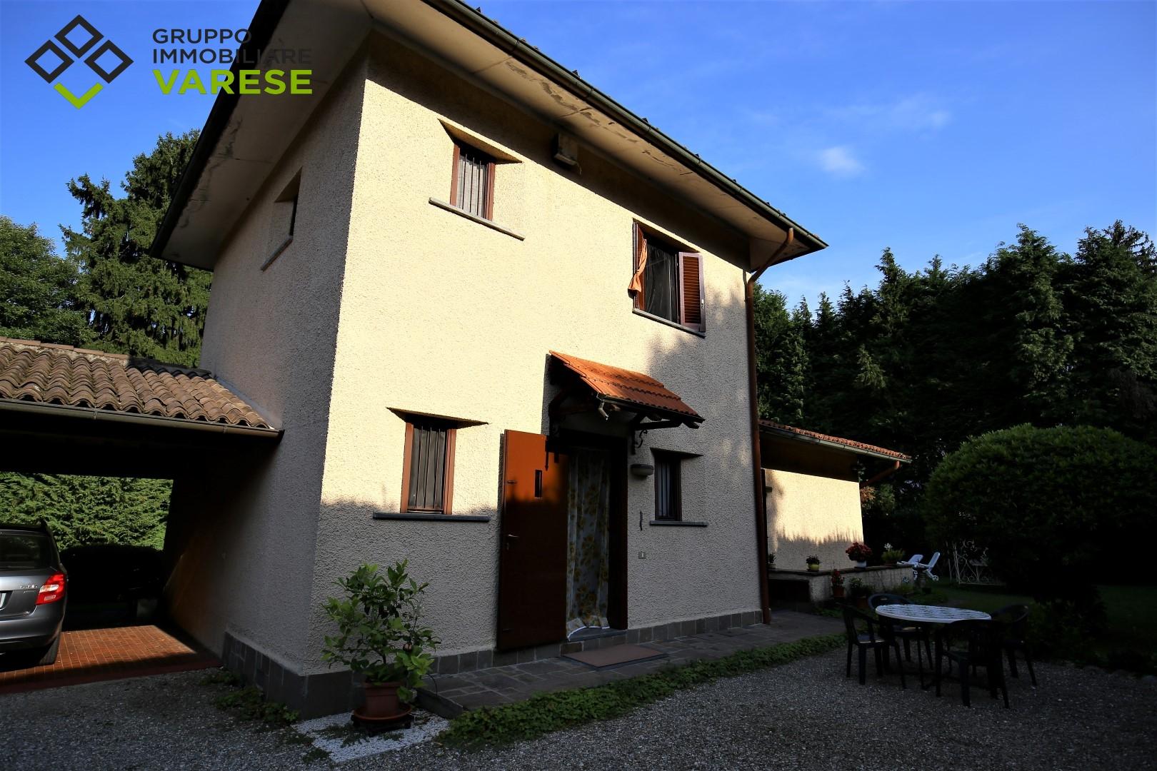 Villa in vendita a Laveno-Mombello, 6 locali, prezzo € 330.000   CambioCasa.it