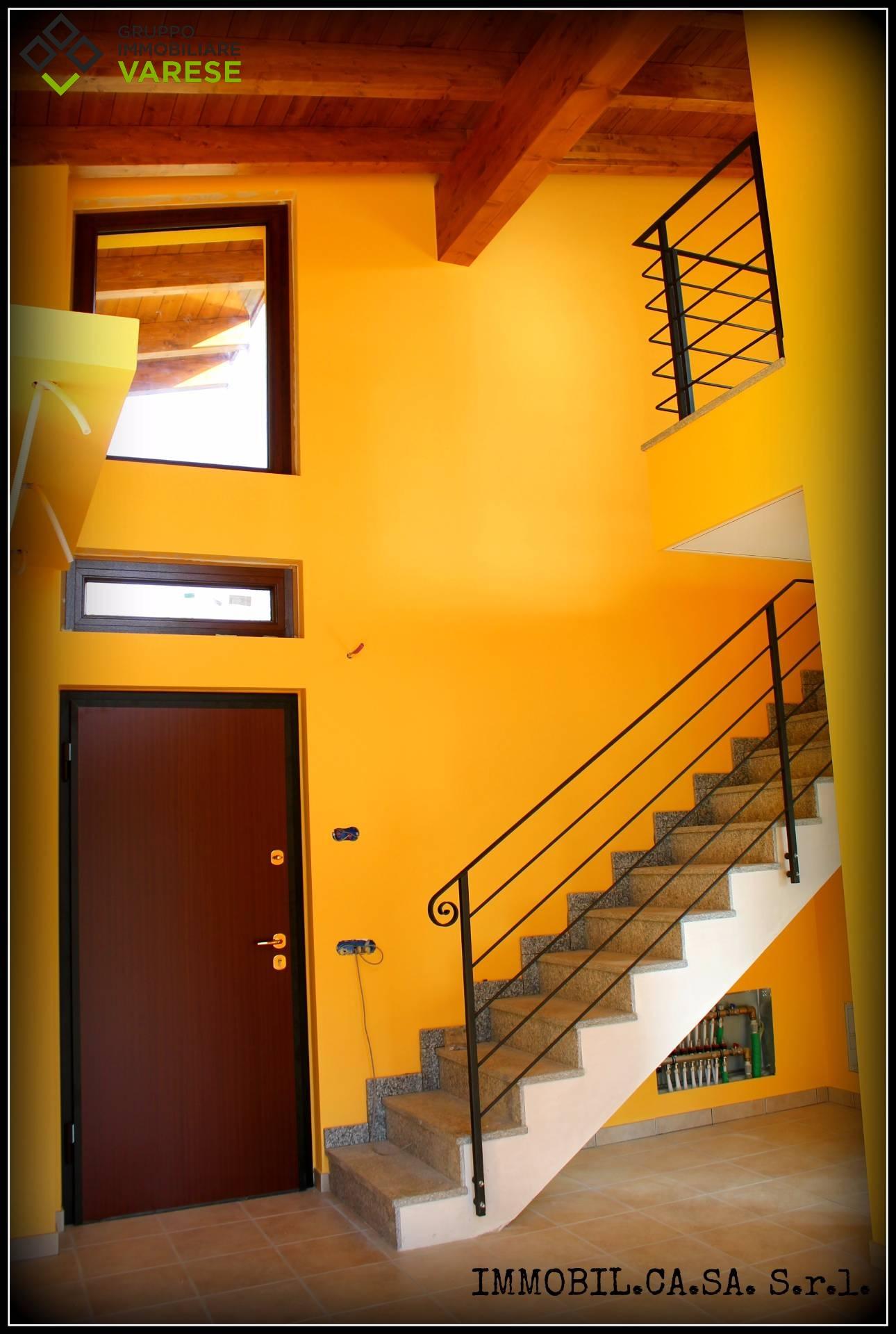 Villa in vendita a Leggiuno, 6 locali, zona Zona: Cellina, prezzo € 265.000 | CambioCasa.it
