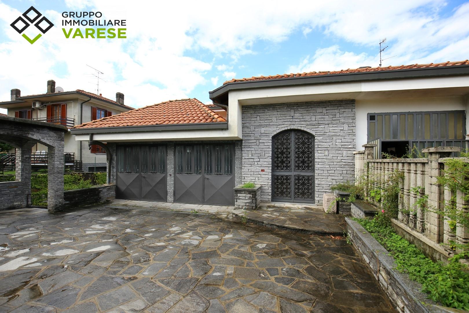 Villa in vendita a Ternate, 8 locali, prezzo € 295.000 | CambioCasa.it