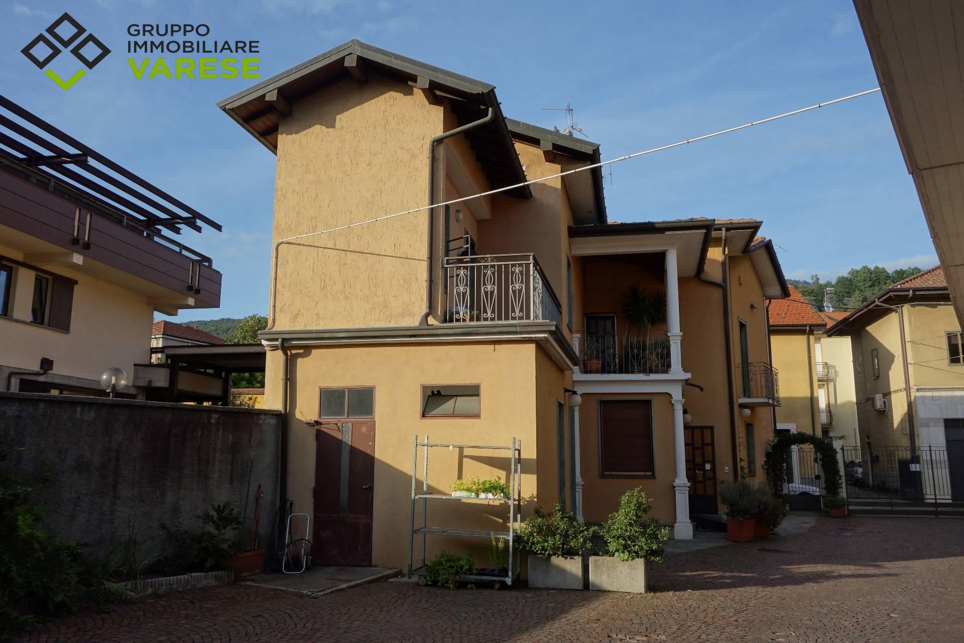 Soluzione Indipendente in vendita a Gavirate, 4 locali, prezzo € 230.000 | CambioCasa.it