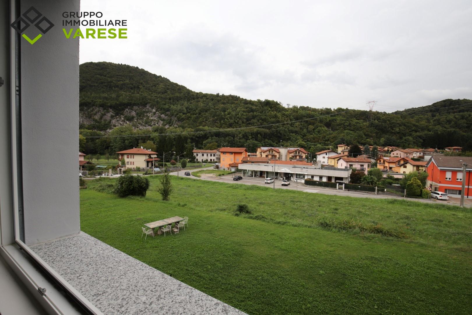 Appartamento in vendita a Bisuschio, 3 locali, zona Zona: Piamo, prezzo € 195.000 | CambioCasa.it