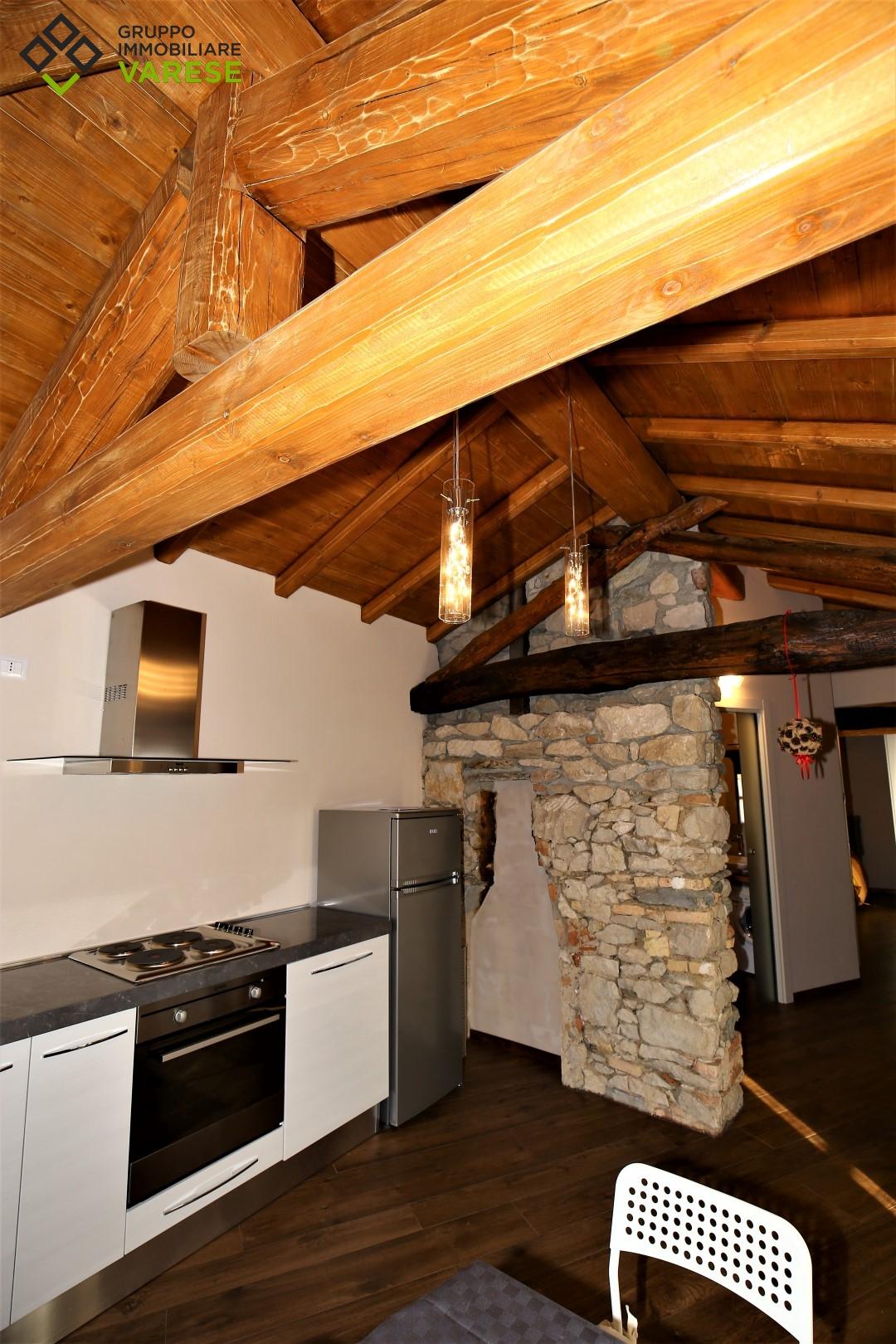 Appartamento in affitto a Besano, 2 locali, prezzo € 650 | CambioCasa.it