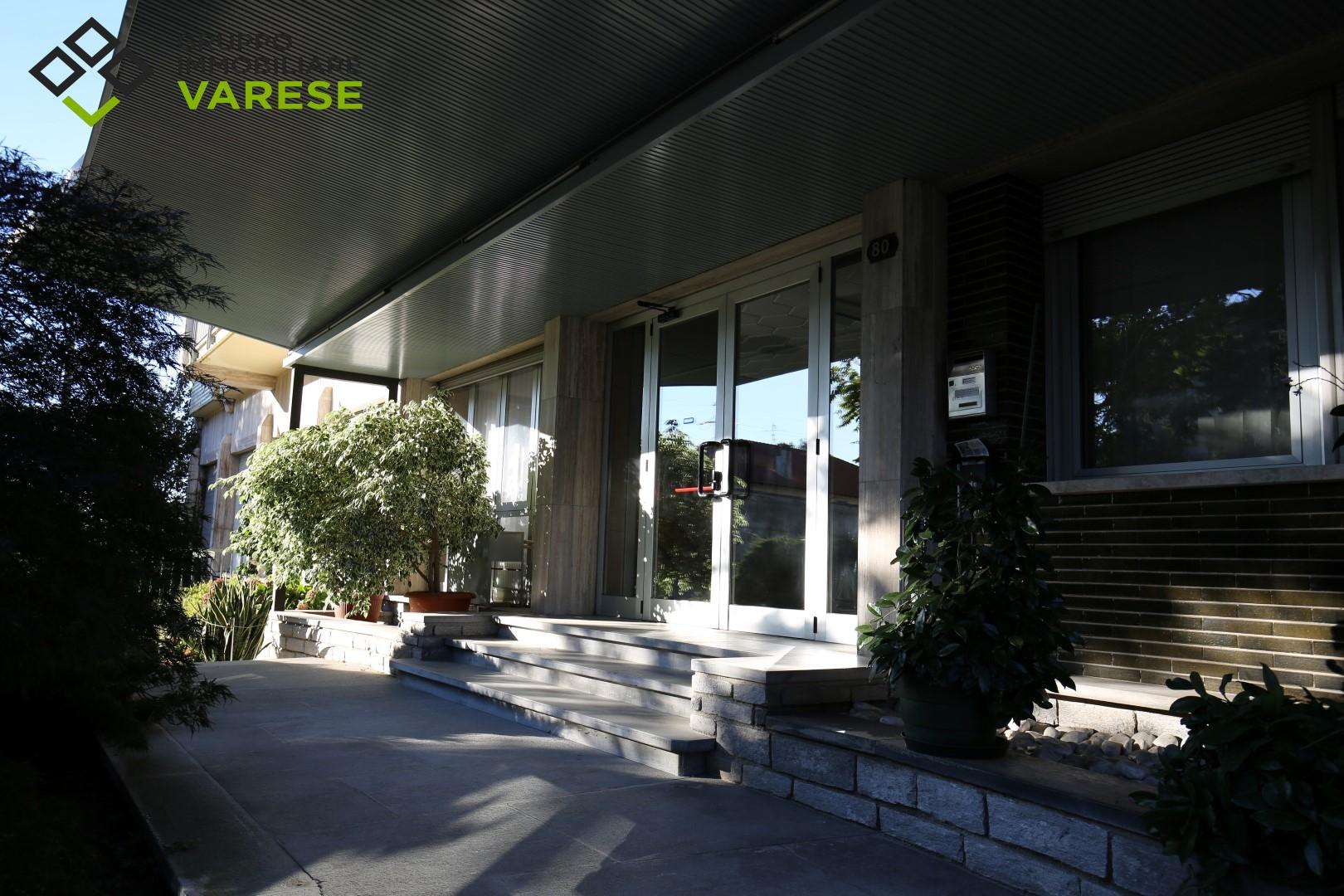 Ufficio / Studio in affitto a Induno Olona, 9999 locali, prezzo € 1.250 | CambioCasa.it