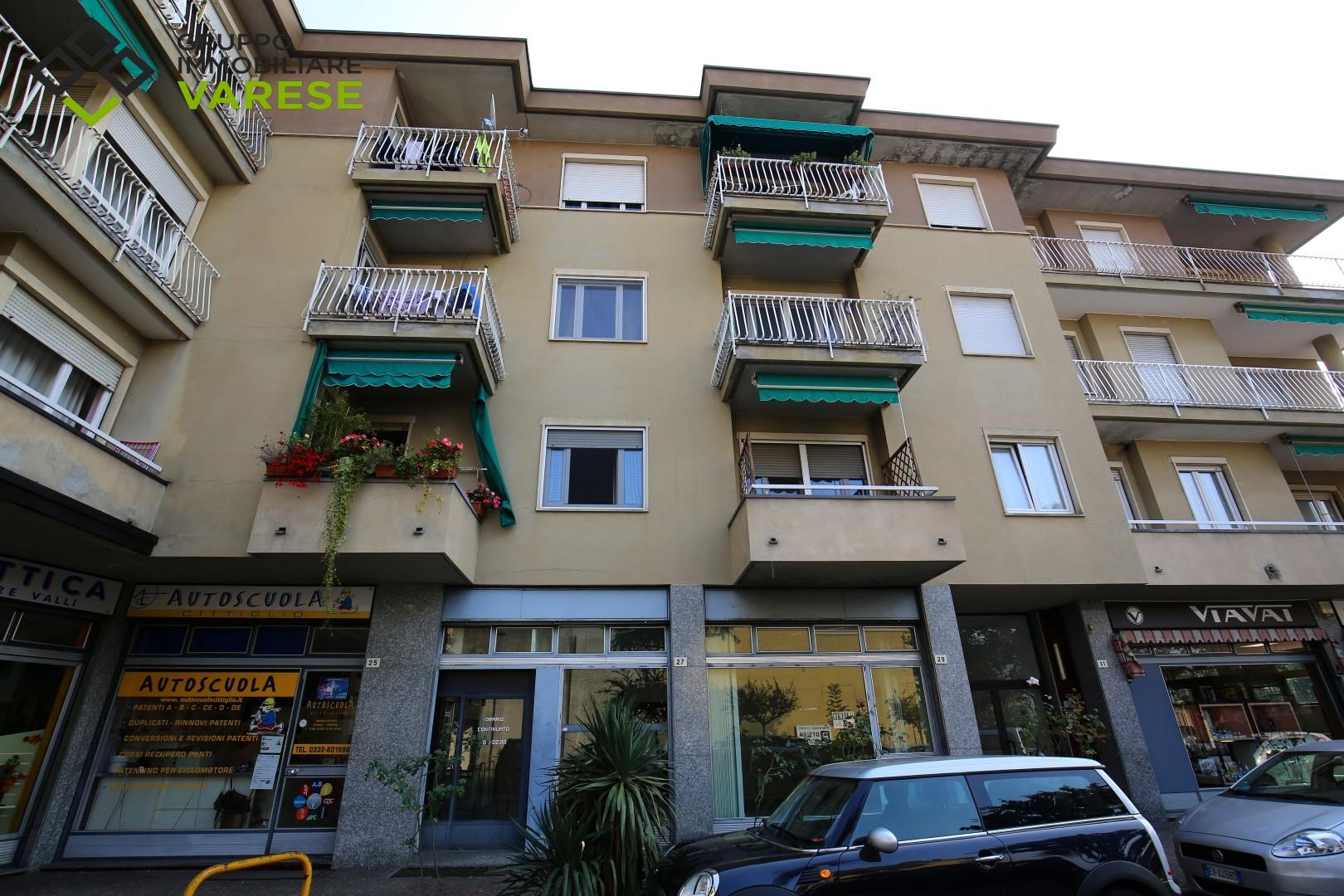Appartamento in vendita a Cittiglio, 4 locali, prezzo € 75.000 | CambioCasa.it