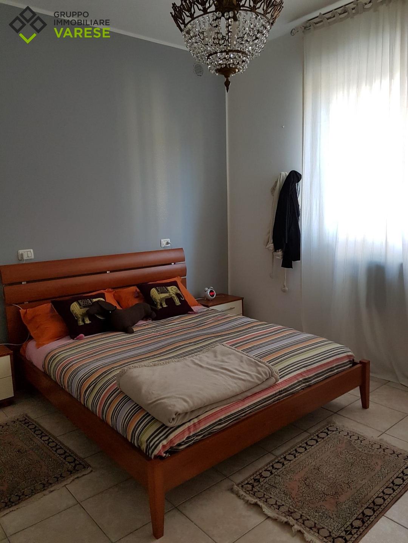 Appartamento in affitto a Carnago, 2 locali, zona Zona: Rovate, prezzo € 450 | CambioCasa.it