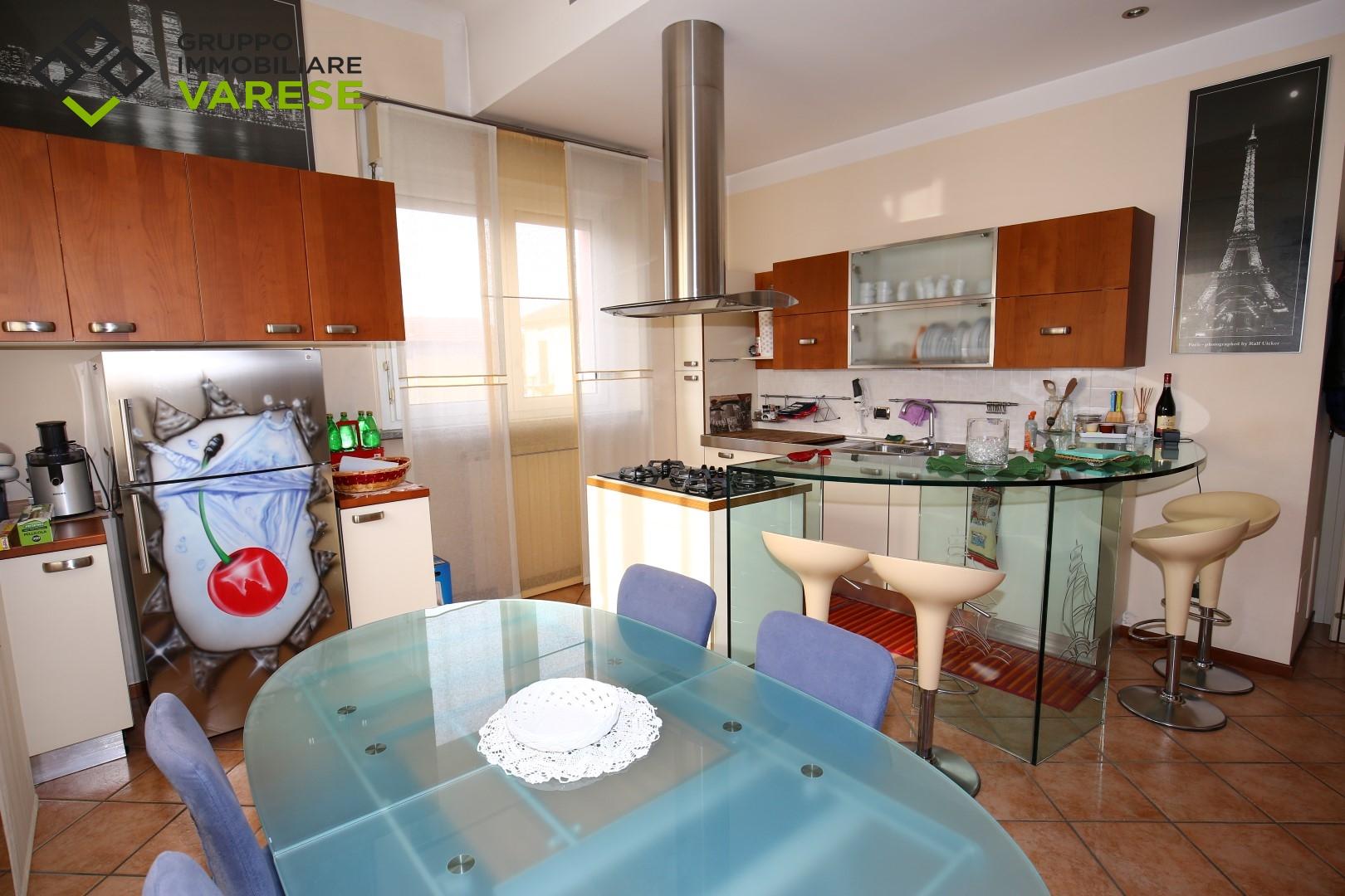 Appartamento in affitto a Gazzada Schianno, 2 locali, prezzo € 600   CambioCasa.it