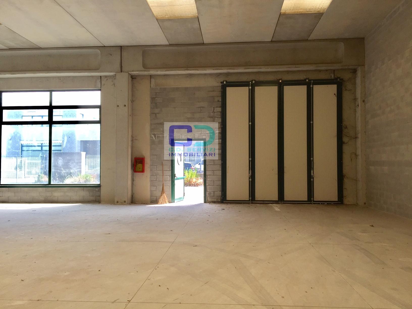 Capannone in affitto a Rivolta d'Adda, 9999 locali, prezzo € 21.000 | CambioCasa.it