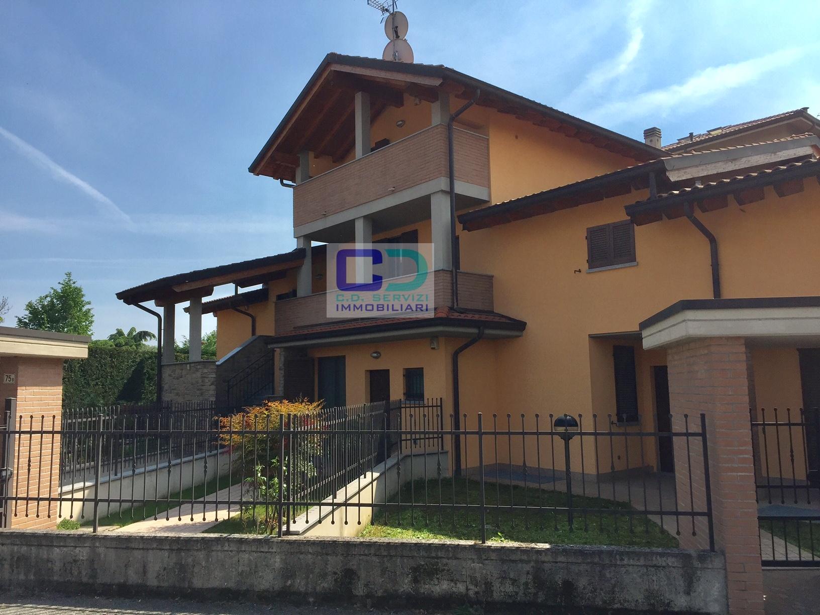Villa in vendita a Cassano d'Adda, 4 locali, prezzo € 340.000 | CambioCasa.it