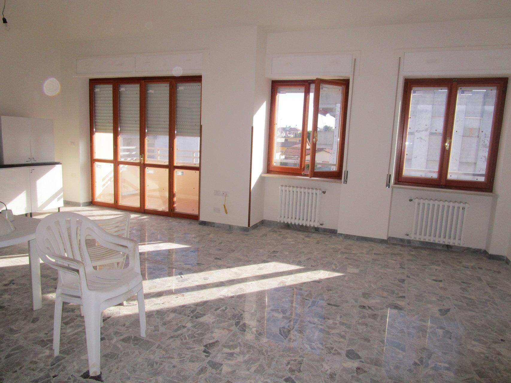 Appartamento in affitto a Giulianova, 5 locali, prezzo € 700 | CambioCasa.it