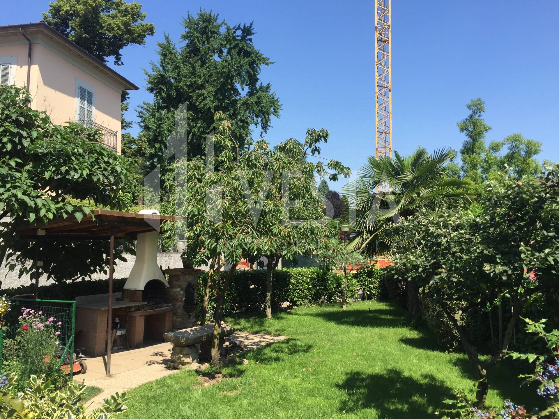 Villa in vendita a Usmate Velate, 5 locali, zona Località: CENTRO, prezzo € 340.000 | CambioCasa.it