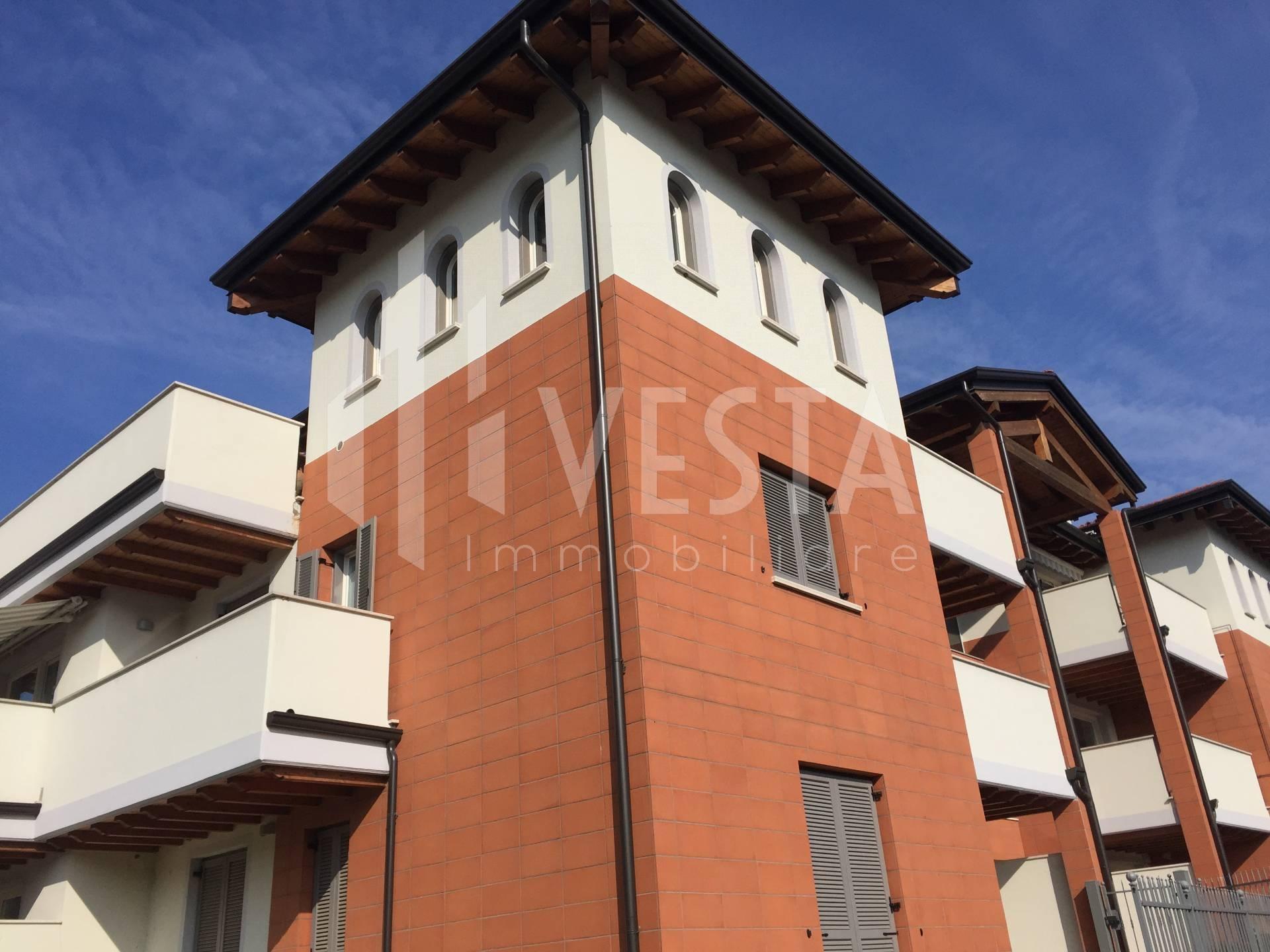 Appartamento in vendita a Merate, 3 locali, prezzo € 169.000   CambioCasa.it
