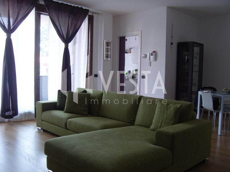 Appartamento in vendita a Merate, 4 locali, prezzo € 260.000   CambioCasa.it