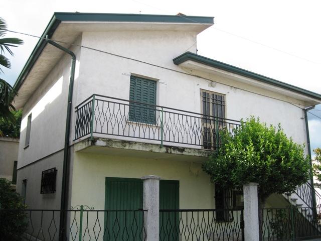 Soluzione Indipendente in vendita a Muzzana del Turgnano, 6 locali, prezzo € 89.000 | CambioCasa.it