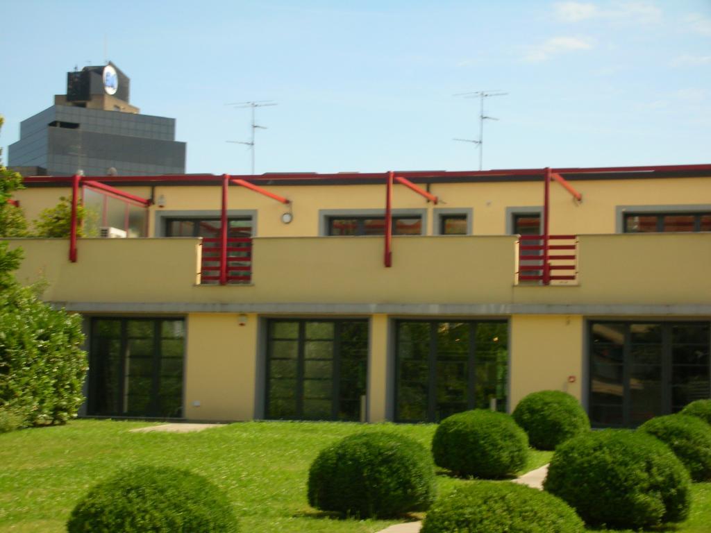 Appartamento in Vendita a Milano 07 Darsena /  Ticinese: 5 locali, 326 mq