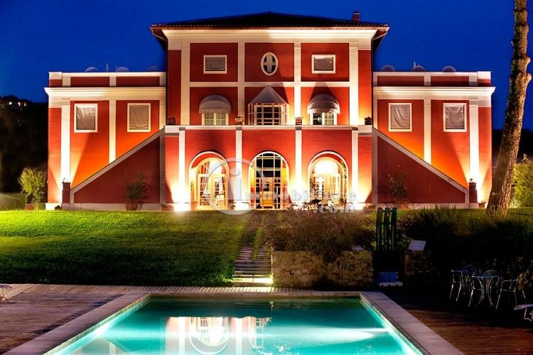 Azienda in Vendita a Capalbio: 5 locali, 1600000 mq