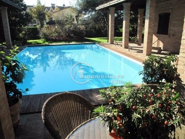 Villa in Vendita a Vermezzo: 5 locali, 340 mq
