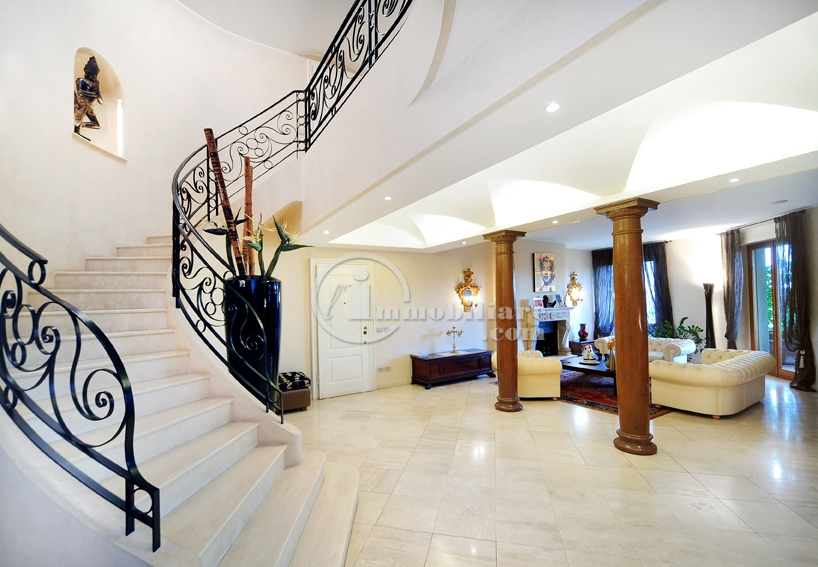 Appartamento in Vendita a Milano 18 Ippodromo / San Siro / Zavattari: 5 locali, 450 mq