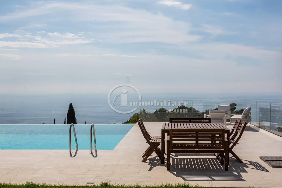 Villa in Vendita a Cipressa via castello