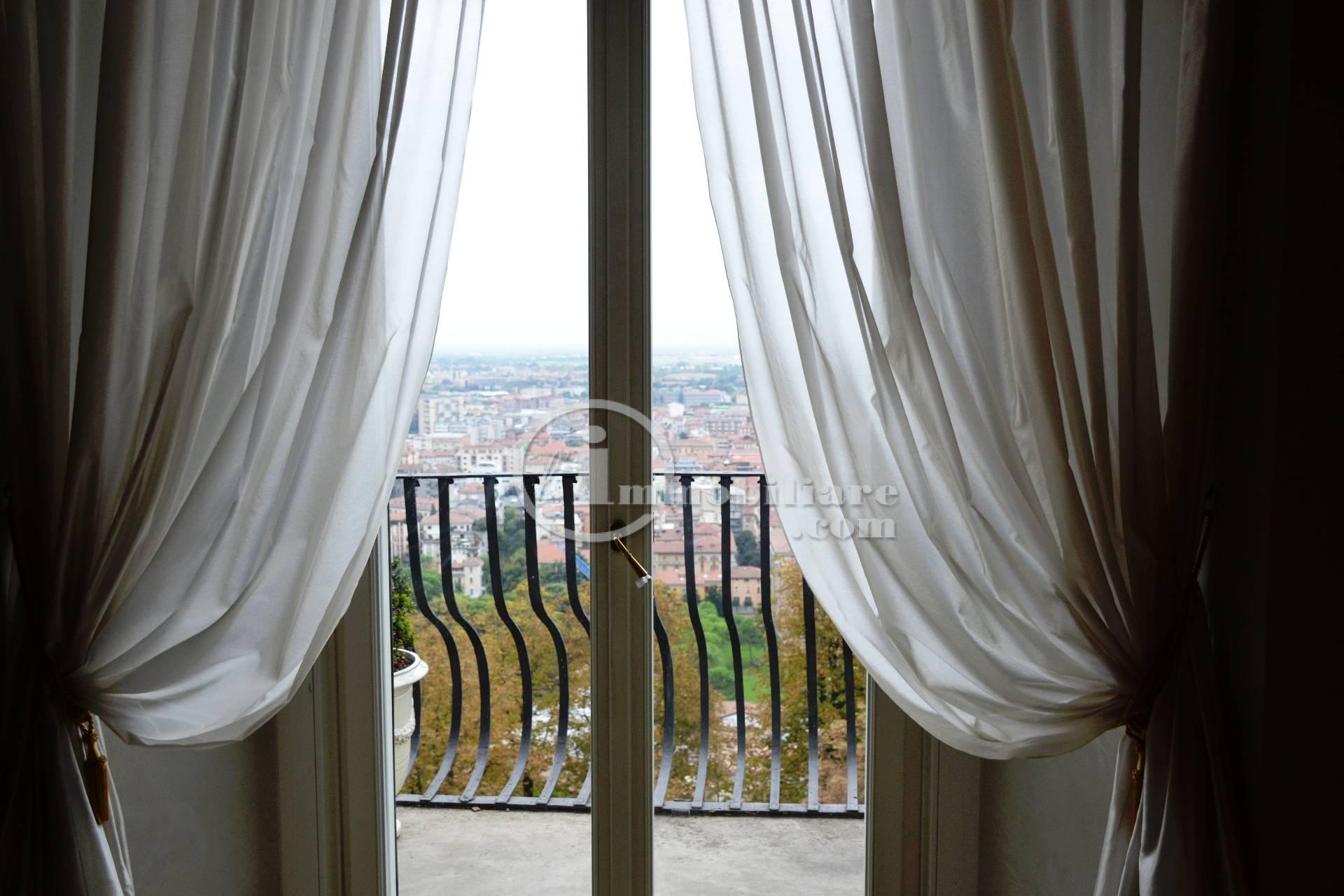 Appartamento in Vendita a Bergamo: 5 locali, 270 mq