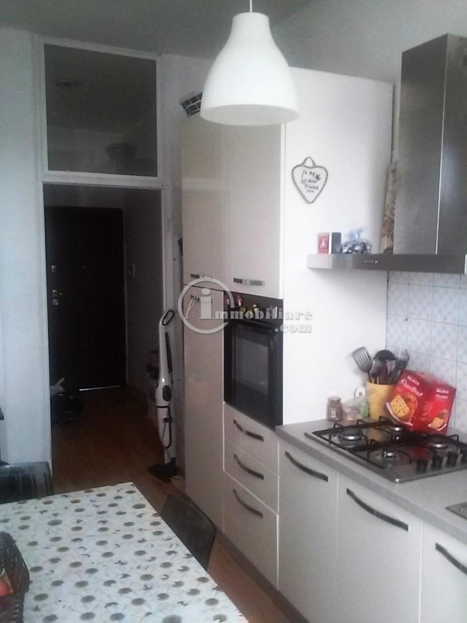 Appartamento in Affitto a Pero: 2 locali, 50 mq