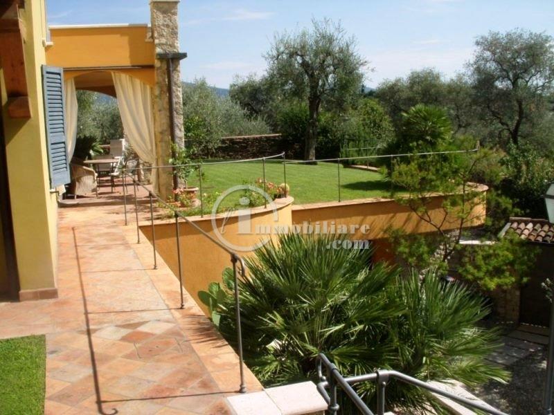 Villa in Vendita a Gargnano: 5 locali, 200 mq