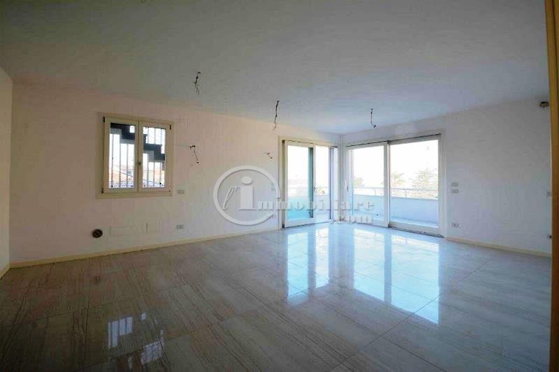 Appartamento in Vendita a Desenzano Del Garda: 5 locali, 125 mq - Foto 4