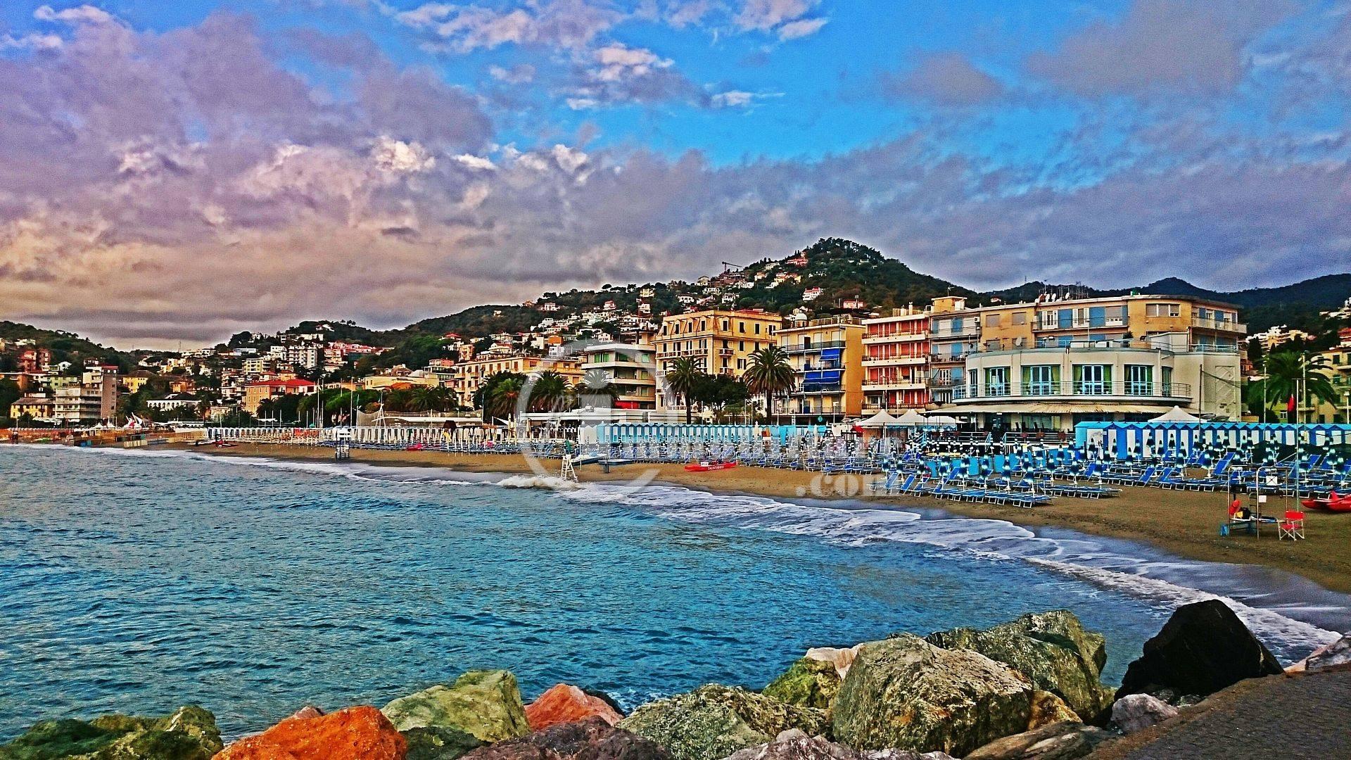 Appartamento in Vendita a Albissola Marina: 3 locali, 120 mq