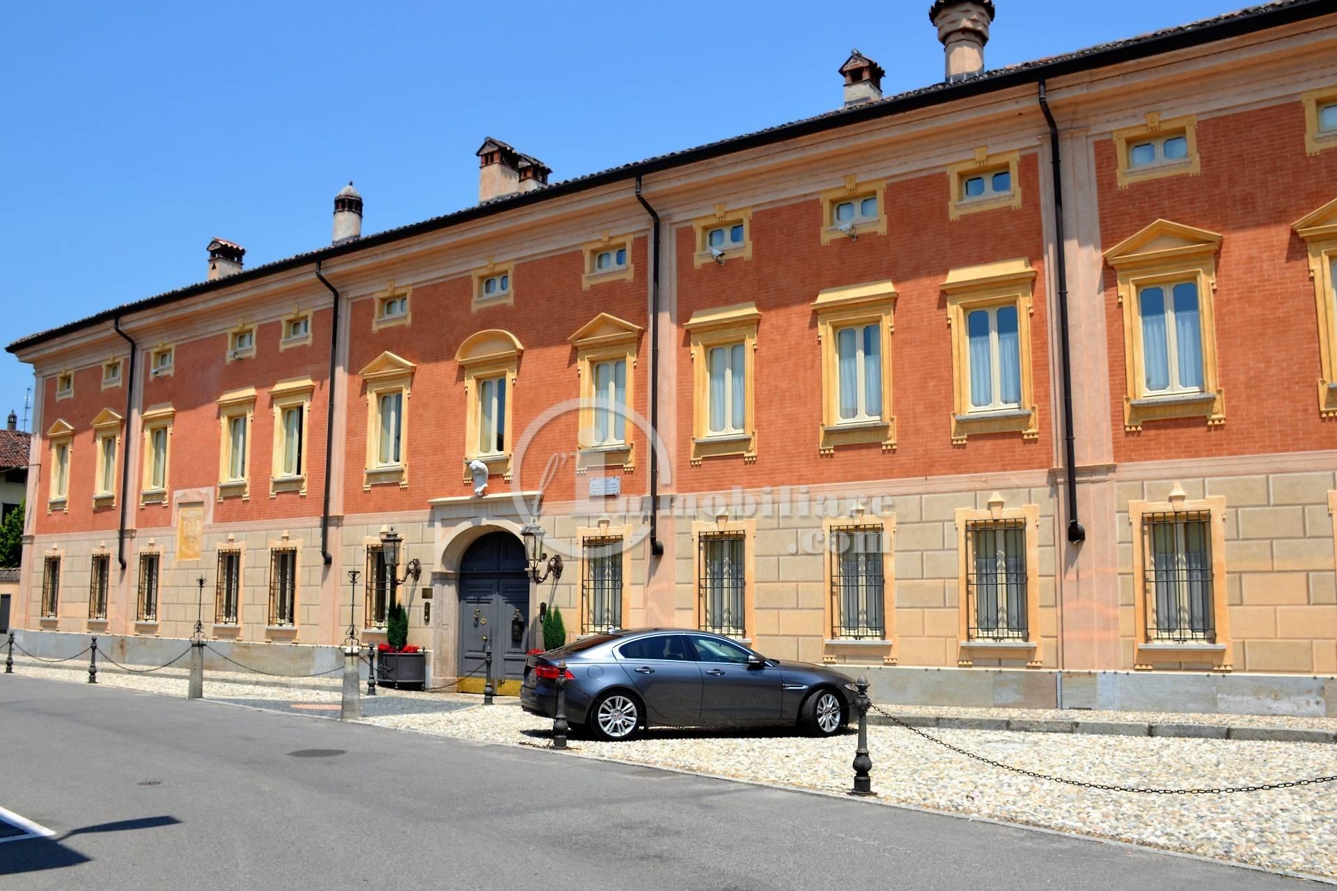 Palazzo in Vendita a Tromello: 5 locali, 1600 mq