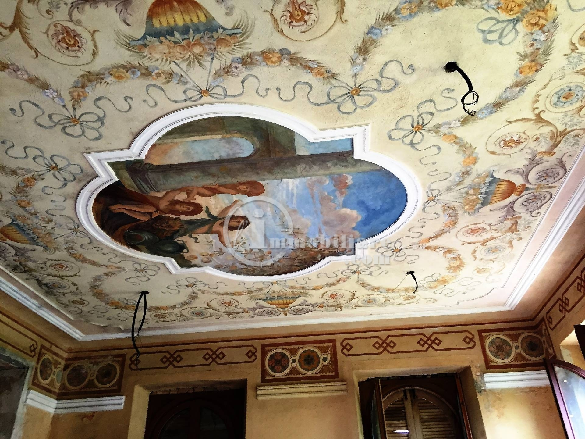 Palazzo in Vendita a Seveso: 5 locali, 1800 mq