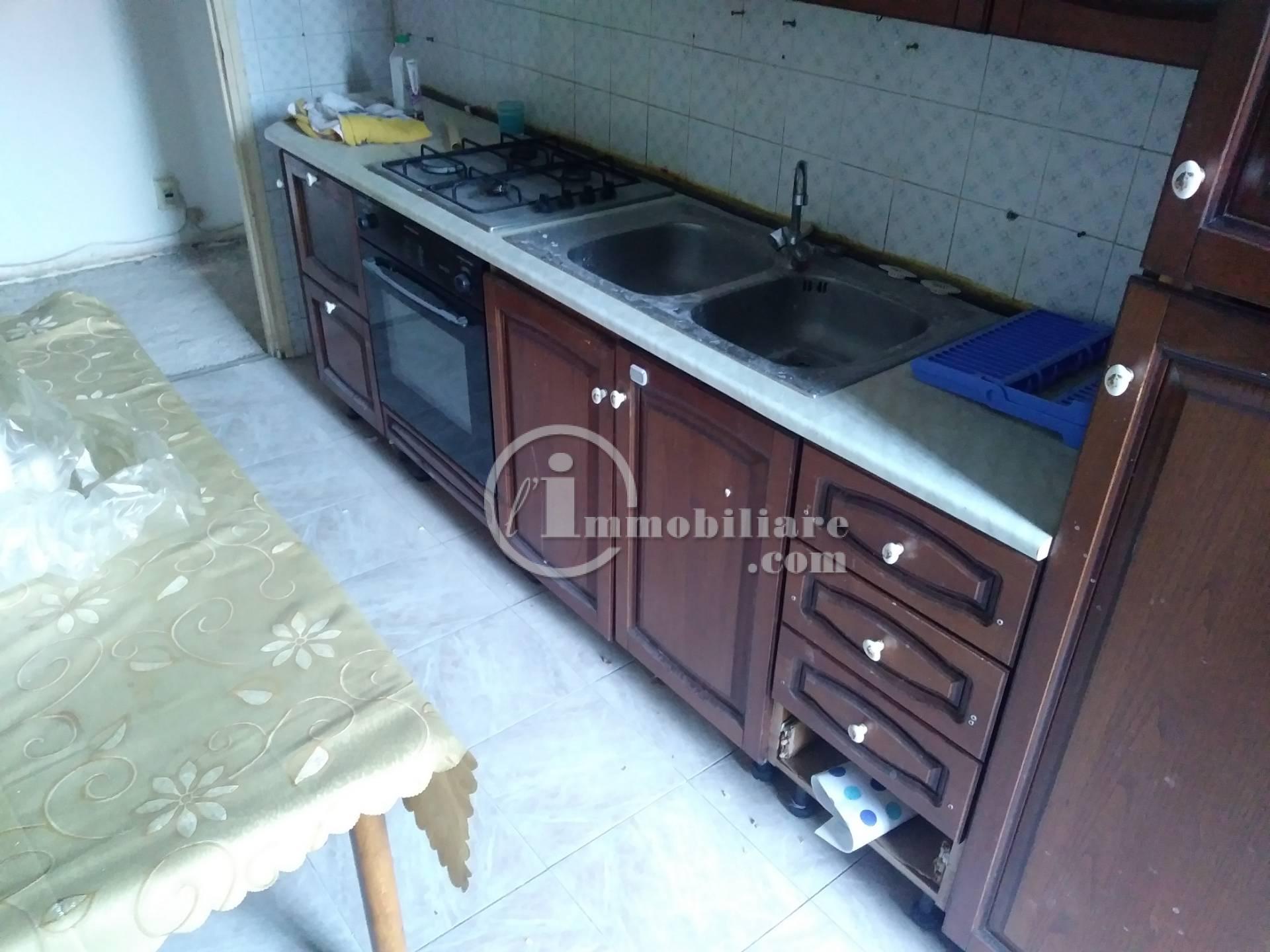 Appartamento in Affitto a Pero: 3 locali, 70 mq