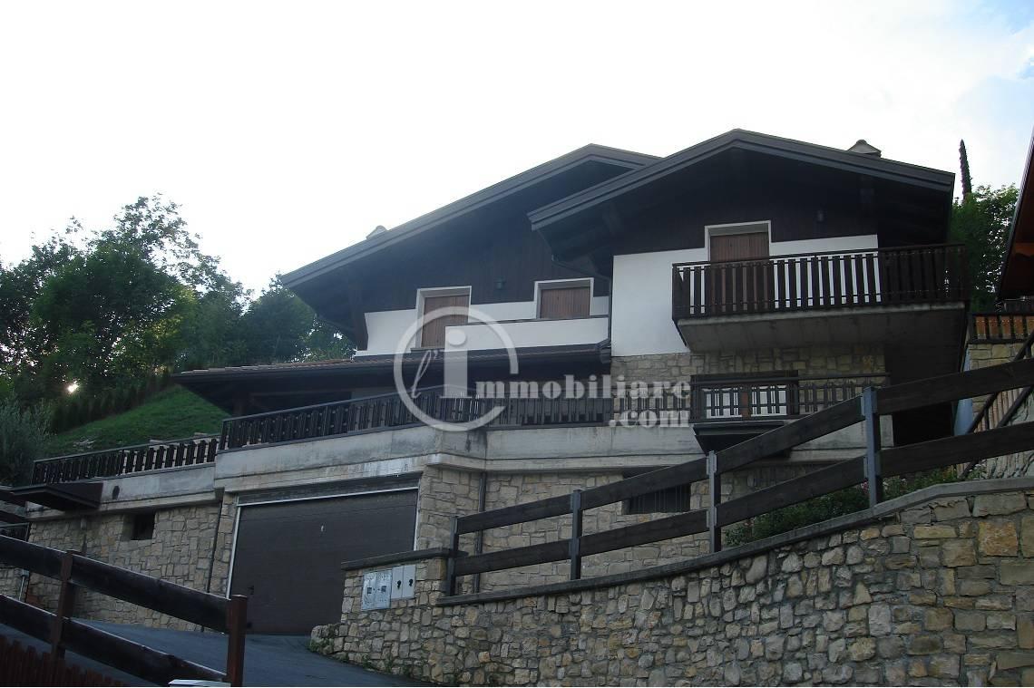 Appartamento in Vendita a Ossimo: 5 locali, 400 mq