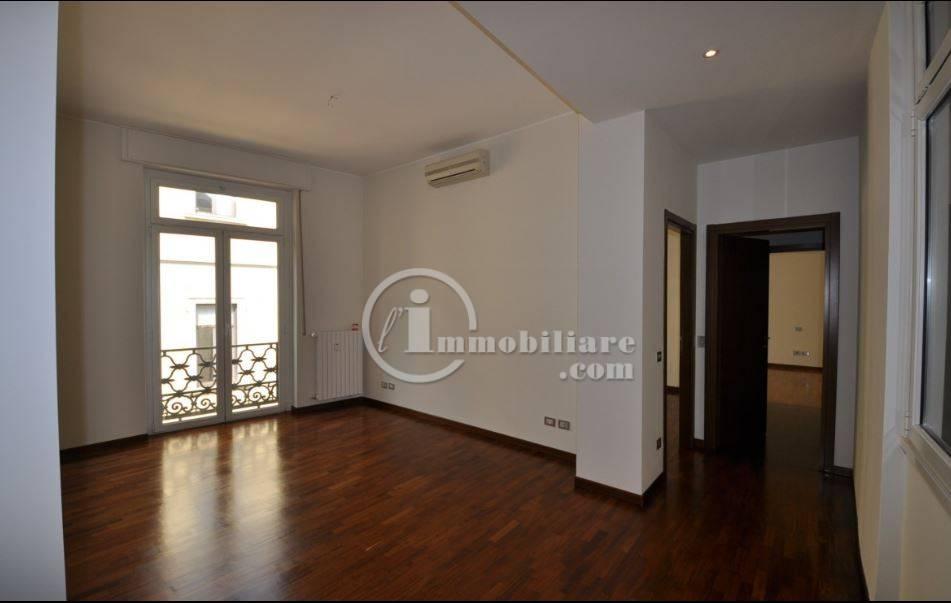 Ufficio-studio in Affitto a Milano 01 Centro storico (Cerchia dei Navigli): 4 locali, 123 mq
