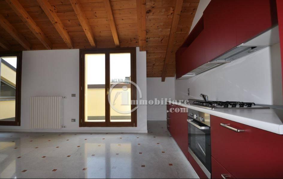 Appartamento in Affitto a Milano 01 Centro storico (Cerchia dei Navigli): 2 locali, 97 mq