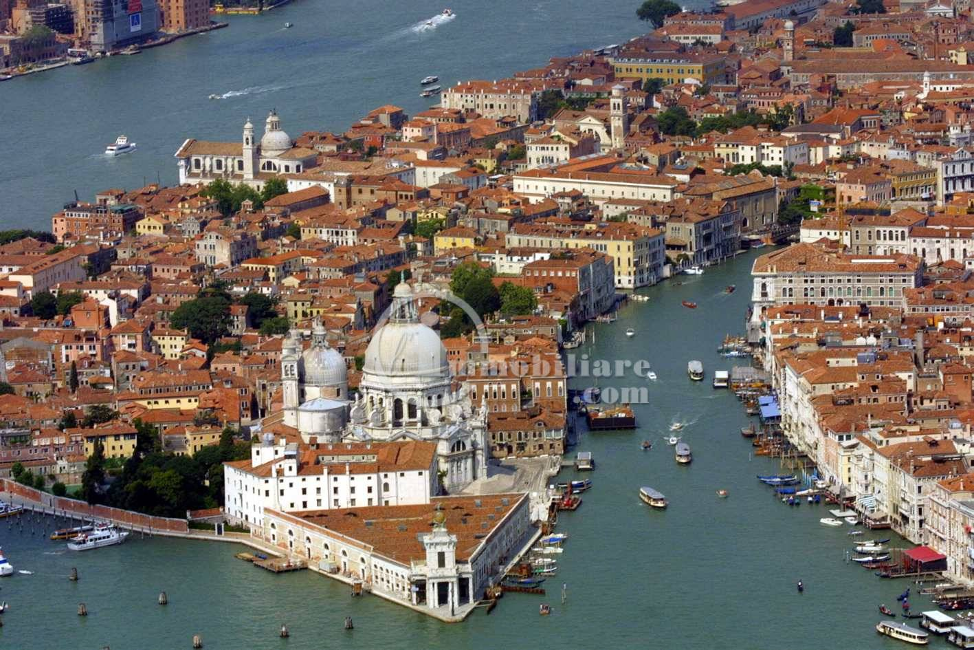 Attivita'-licenza in Vendita a Venezia: 4750 mq