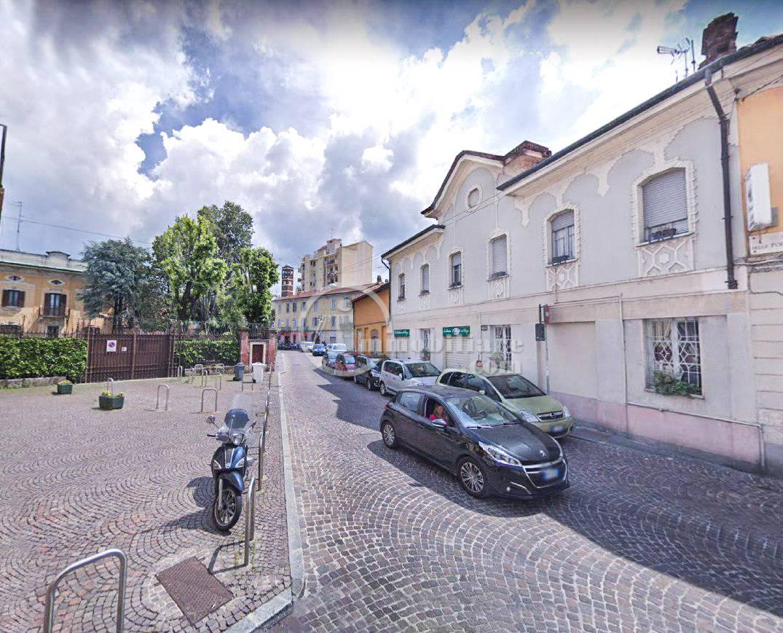 Negozio-locale in Vendita a Milano 27 Baggio / Novara / Forze Armate: 320 mq